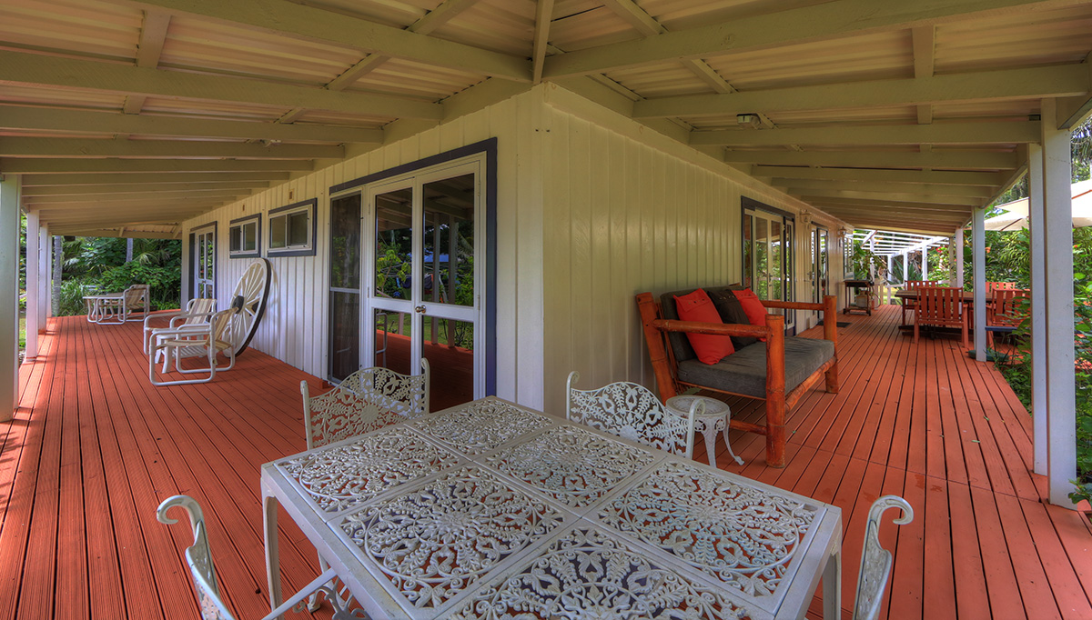 3 bedroom house with wrap around deck