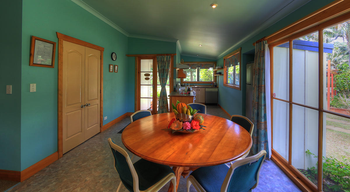 3 bedroom house dining table