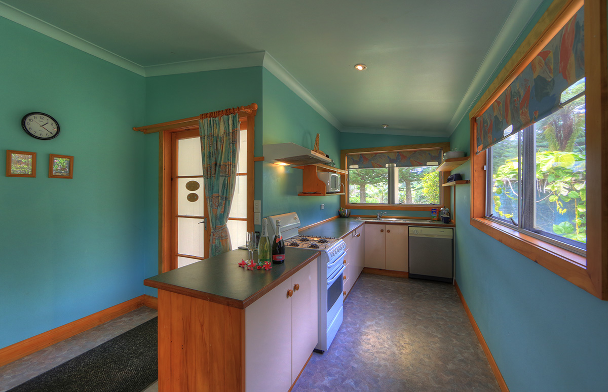 3 bedroom house kitchen with dishwasher